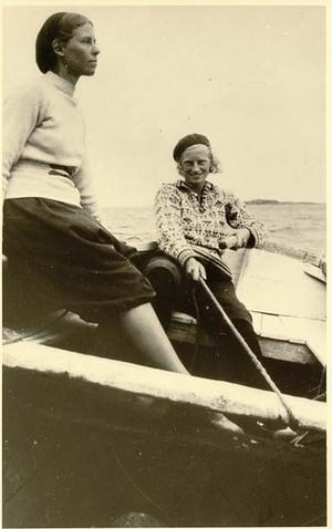 Barbro ja hänen siskonsa Gudrun merellä.