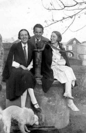 Henry Parland med sina vänner i Grankulla. Bild ur SLS arkiv.